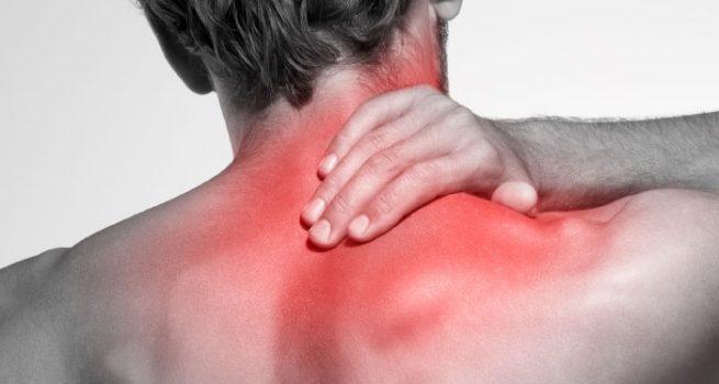 Rigidez dor fadiga de cabeça no pescoço extrema